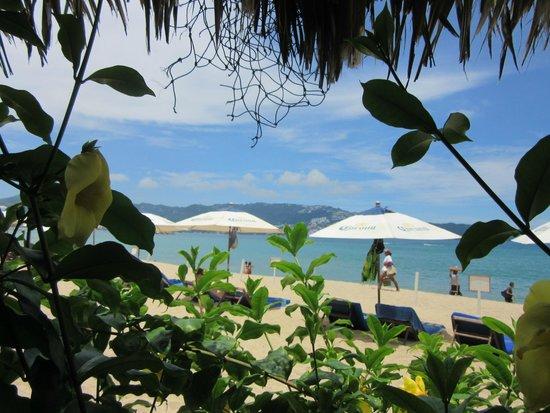 Ritz Acapulco : vue de la plage depuis le restaurant