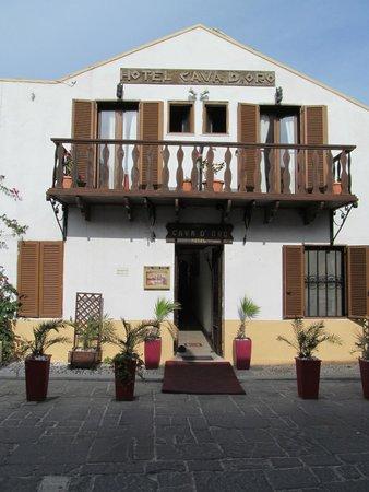 Cava d'Oro Hotel: Hotel front