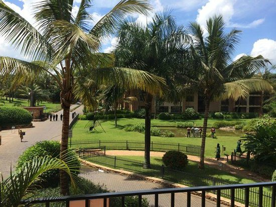 Speke Resort and Conference Centre: View of the grounds from our room