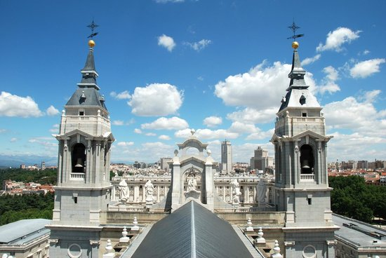 Catedral de Sta María la Real de la Almudena : View from the dome, with the Royal Palace in the background