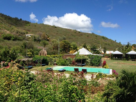 Keyonna Beach Resort Antigua: Hotel grounds and pool area