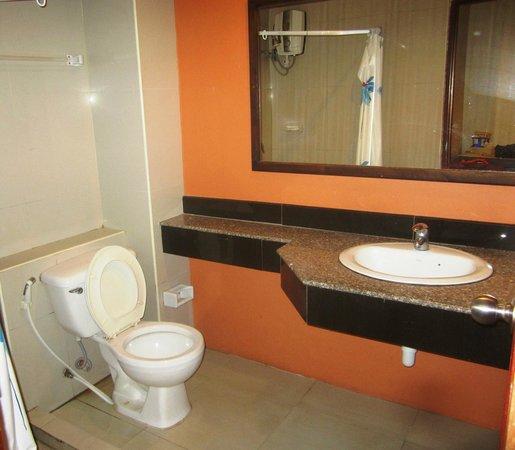 Lanna House: Bathroom sink leaked