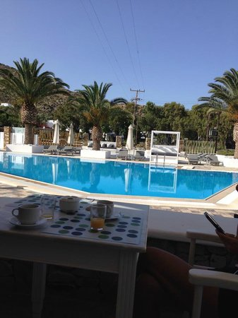 Dionysos Seaside Resort: Breakfast area by pool