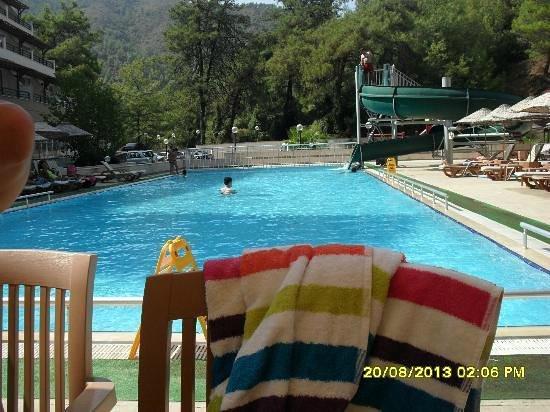 Union Palace Hotel: Havuzz başı..