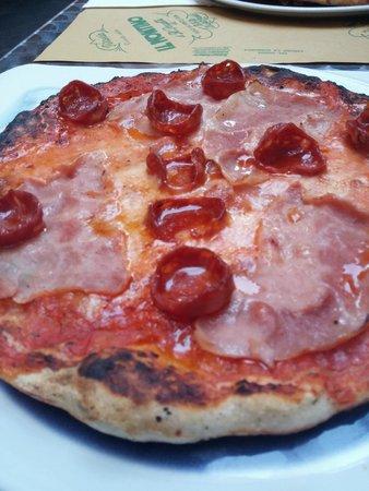 Pizzeria Il Montino: Tomato, Cheese, Salami, Ham large pizza.