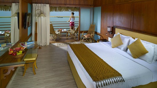 Poovar Island Resort: Floating Cottage Interior