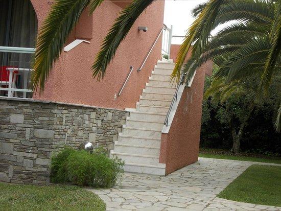 Hanioti Village Resort: лестница ведущая к номеру