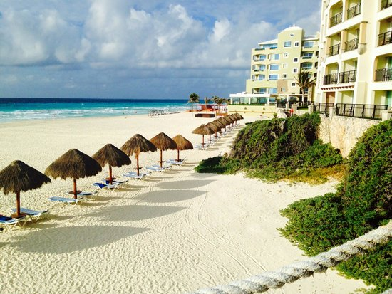 Grand Park Royal Cancun Caribe: beach with palapas