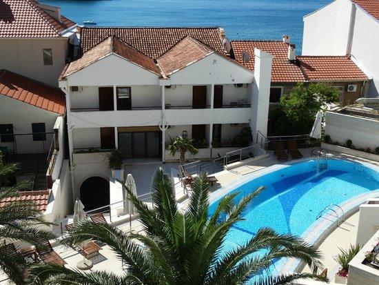 Monte Casa Spa & Wellness : вид из номера на внутренний дворик