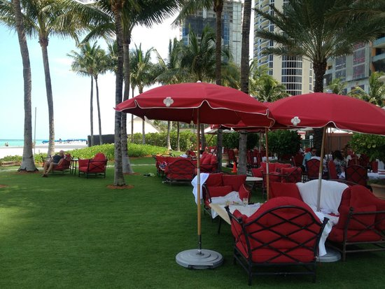 Acqualina Resort & Spa on the Beach: Outdoor Dining
