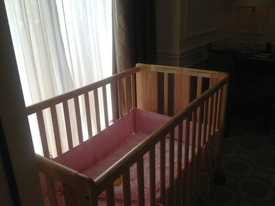 Acqualina Resort & Spa on the Beach: Crib