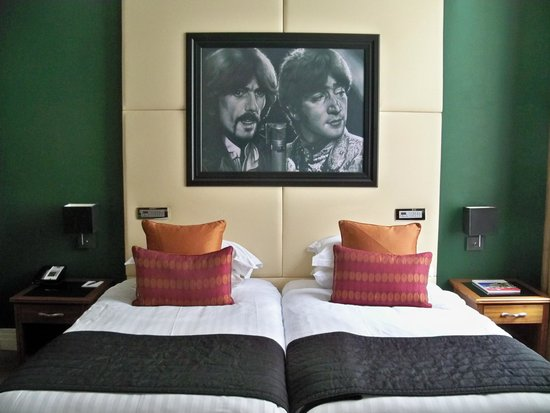 Hard Days Night Hotel: George & John watching over