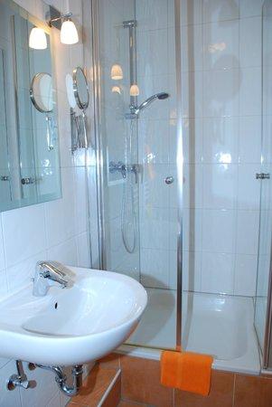 Hotel-Pension Alt-Rodenkirchen: Badezimmer