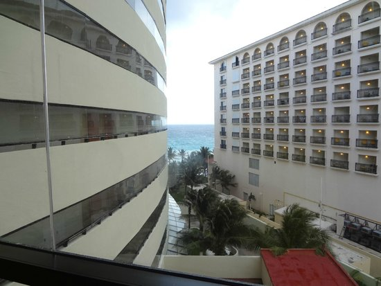 Crown Paradise Club Cancun : Ao sair do elevador