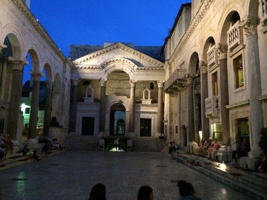Diokletianpalast: Palacio de Noche