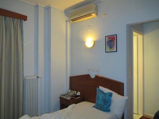 Hotel Triton : Single bed :)