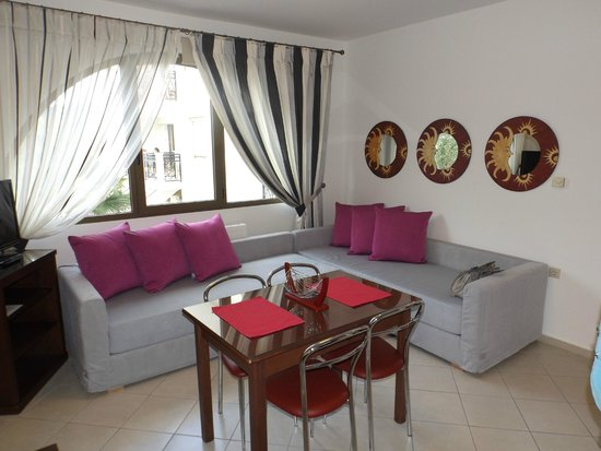 Maryan: living room