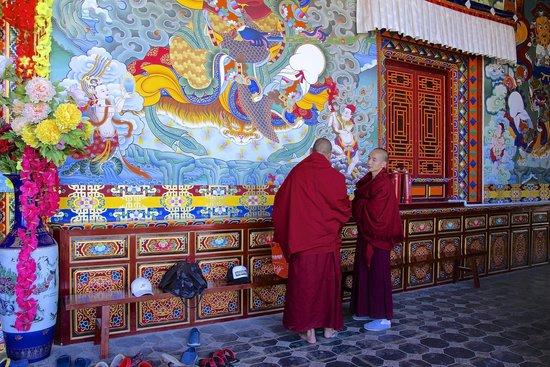 Sumtsaling Monastery: conversation de moines
