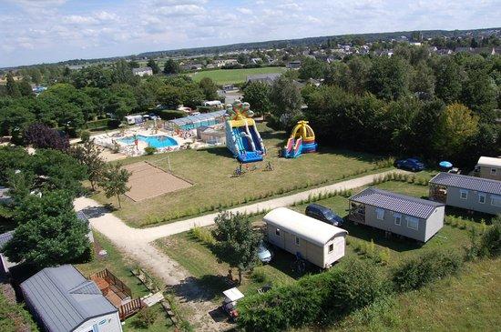 Yelloh! Village Les Voiles d'Anjou : vue air de jeu et piscines
