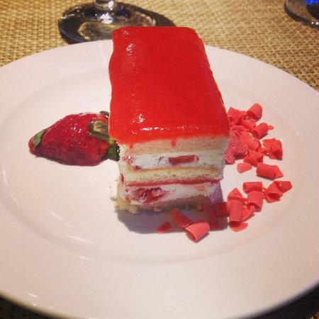Abba Xalet Suites Hotel : Strawberry cake from the restaurant