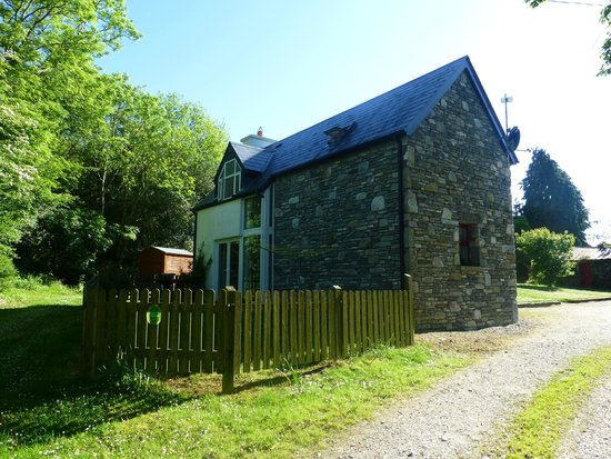 Doire Farm Cottages: Johns (Backside, facing gate)