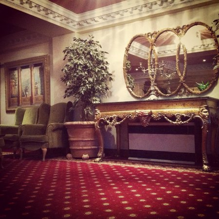 Bridge House Hotel, Spa and Leisure Club: Lovely decor
