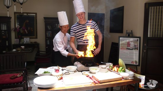 Little Hoi An - A boutique hotel and spa: Chef Danny doing his thing