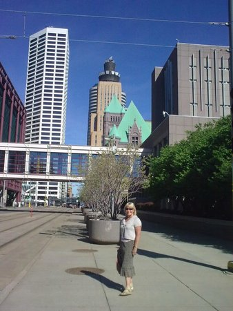 Minneapolis Skyway System: Highway and Skyway