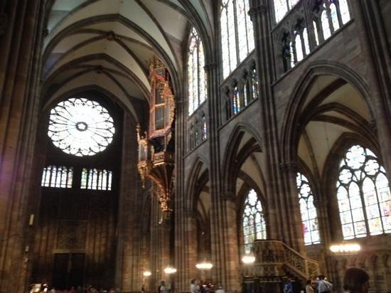 Liebfrauenmünster zu Straßburg (Cathédrale Notre-Dame de Strasbourg): intérieur de la cathédrale de Strasbourg