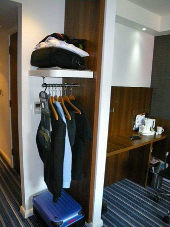 Holiday Inn Express London City: ワードローブ