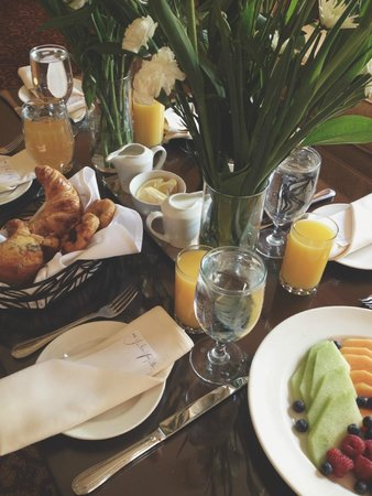 Omni William Penn Hotel: Hosted Brunch In Room