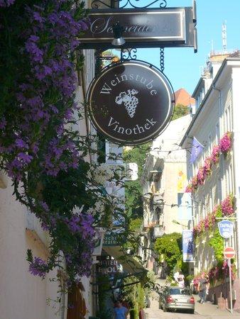 Schneider`s Weinstube & Vinothek : Blick Merkurstrasse und Weinstube
