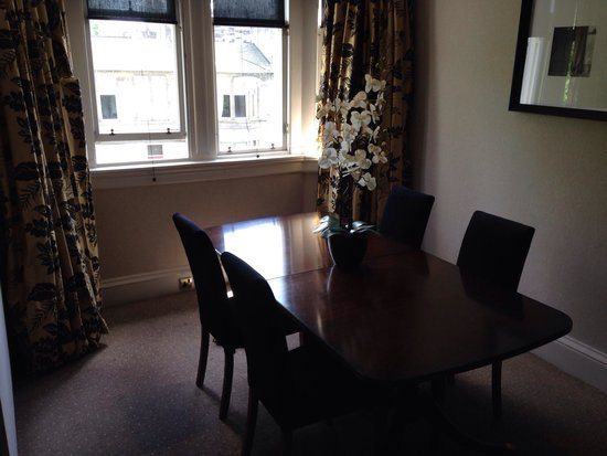 Hotel du Vin at One Devonshire Gardens: Dining area of townhouse suite