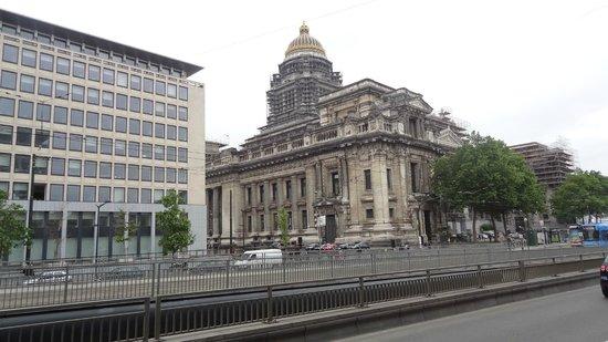 Justice Palace (Palais de Justice): palais de justice