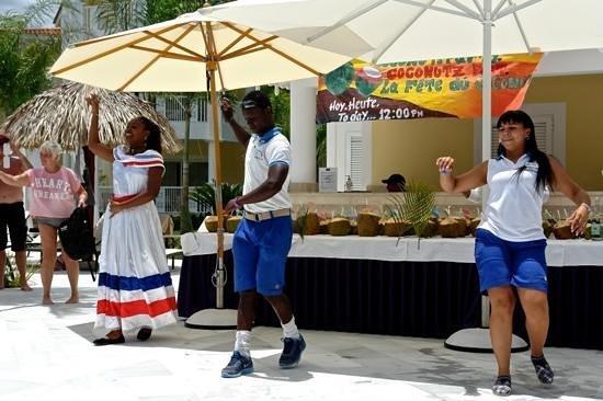 Luxury Bahia Principe Bouganville Don Pablo Collection: party ananas