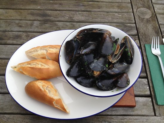 The Wharf: creamy mussels