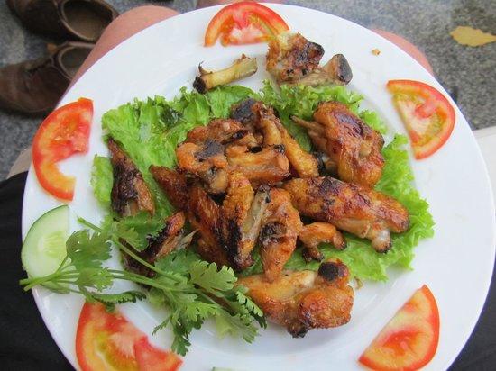 Huy Hoang Garden Hotel : Very tasty spicy chicken wings