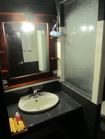 Huy Hoang Garden Hotel : Clean and attractive shower room