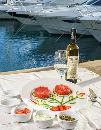 Saltea Restaurante: Tuna tartar with strawberries