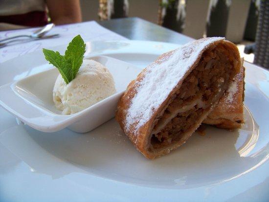 School Restaurant and Lounge: Apple Streudal
