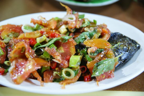 Lae Lae : Fish with tomato, herbs, etc..