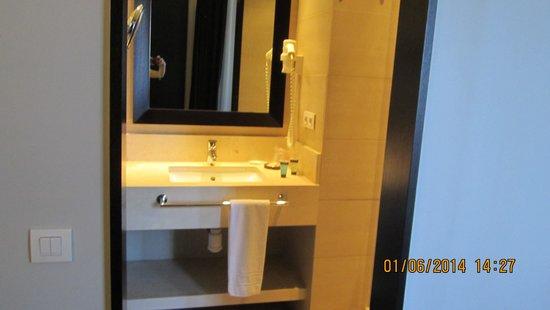 Condado Hotel Barcelona: salle de bain