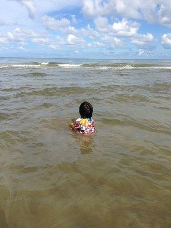 Centara Koh Chang Tropicana Resort: ทะเลไม่ใส