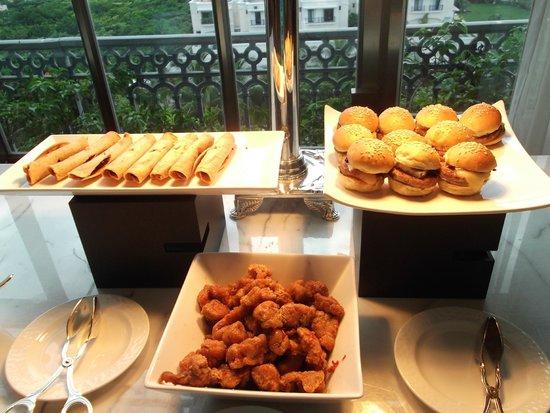 Ritz-Carlton Cancun: Club Level Food Presentation