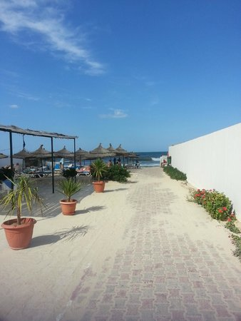 Jinene & Royal Jinene Hotels : вход на пляж