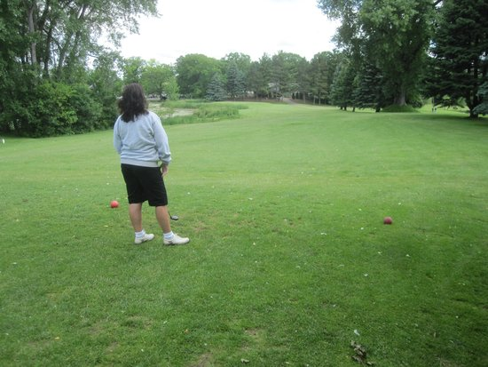 Brightwood Hills Golf Course : Now to find that ball.