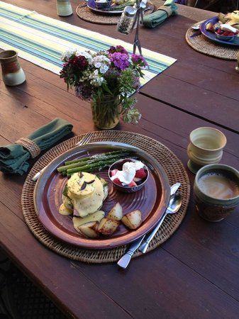 Cali Cochitta Bed & Breakfast: Eggs Benedict