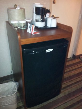 Holiday Inn Buena Park Hotel & Conference  Center: fridge / coffee maker / ice container
