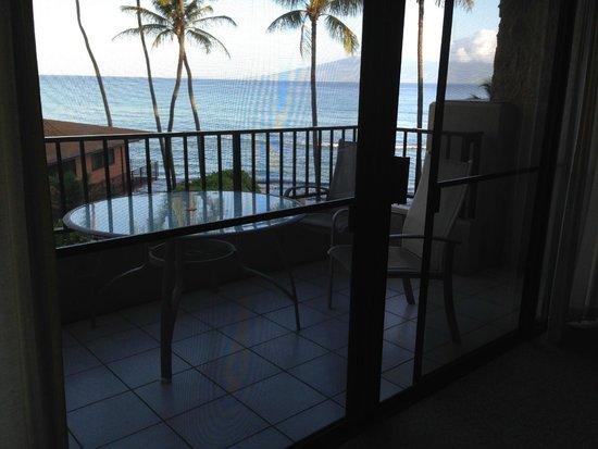 Paki Maui Resort : patio and view
