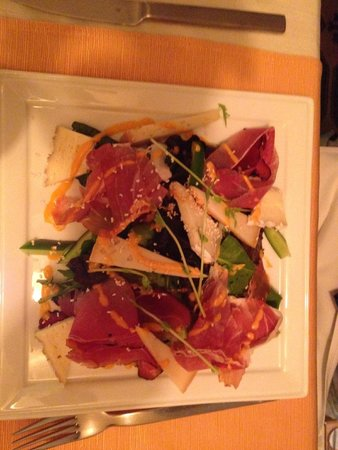 Borsso Bistro: Meat and cheese appetizer salad